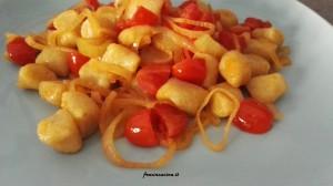 Gnocchi di patate scalogno  pomodorini