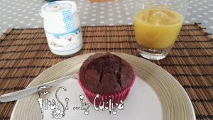 Muffin al cacao e mandorle senza uova burro e latte